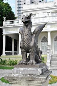 Estátua de grifo