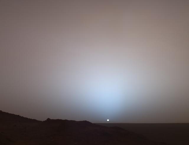 Hoàng hôn ở hành tinh Hỏa chụp hình bởi Tàu thăm dò hành tinh Hỏa Spirit vào năm 2005. Credit :NASA.