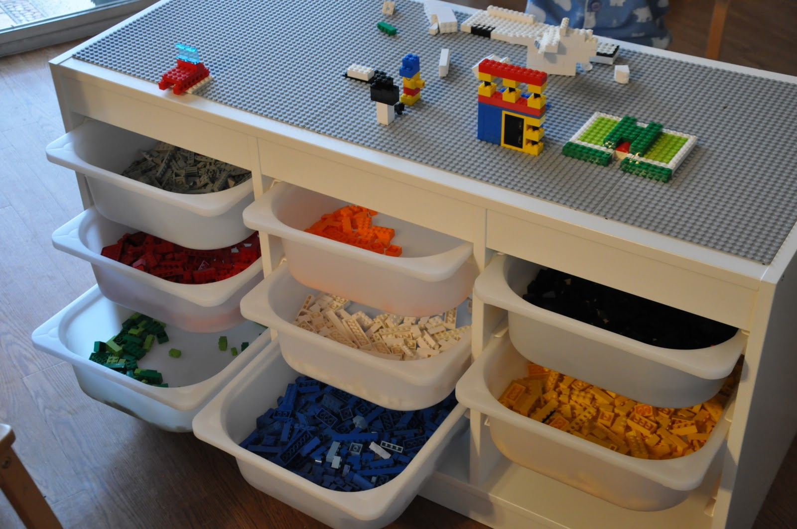 That crafty juls our new lego table - Boite de rangement pour lego ...