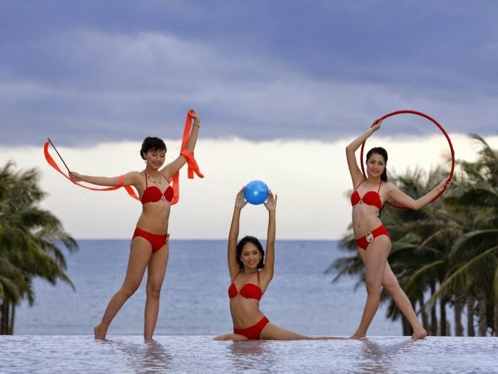 Hoa Hậu Việt Nam mặc bikini tỏa sắc bên bể bơi 7