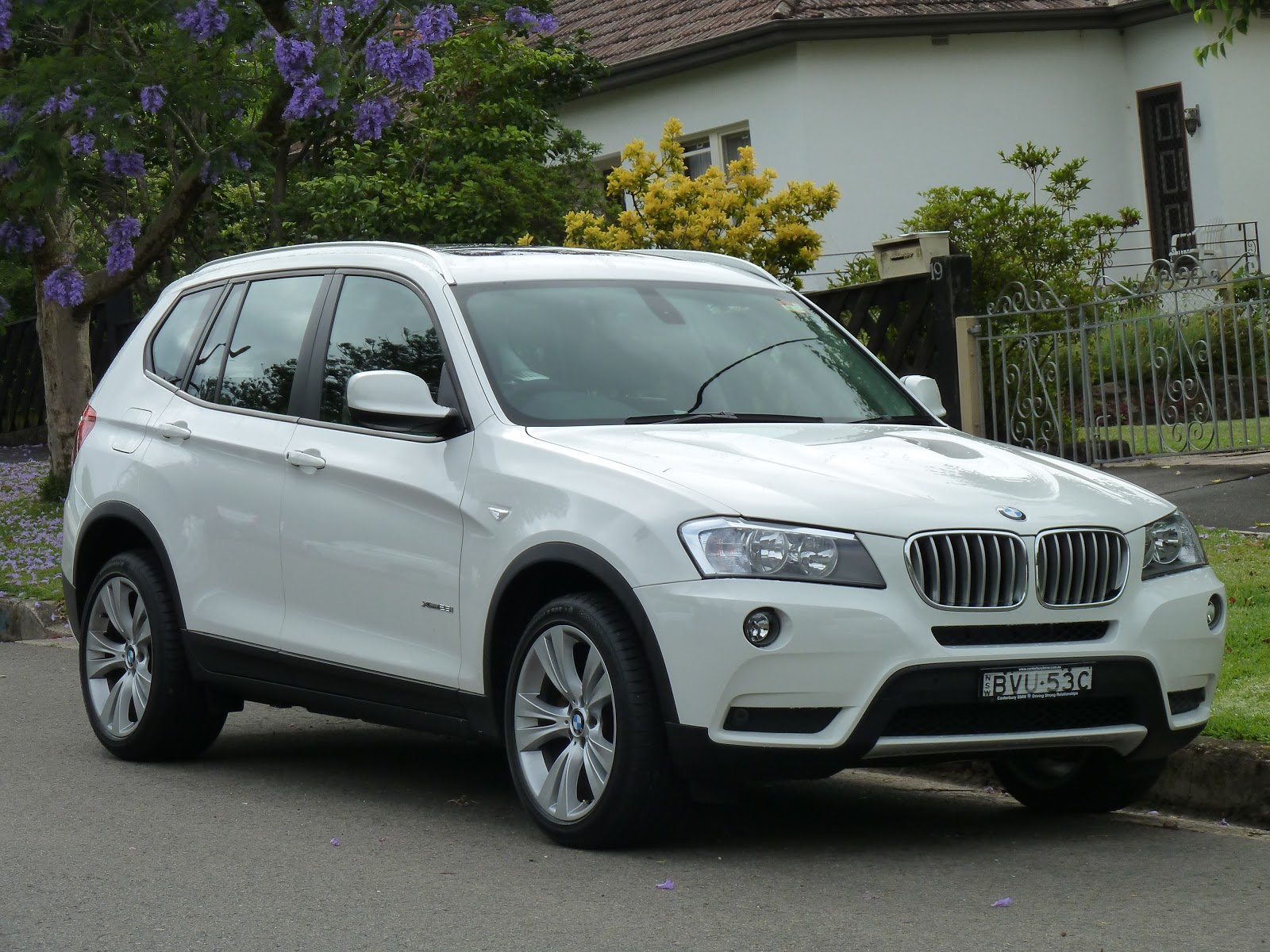 2011 bmw x3 reviews ratings yahoo autos post. Black Bedroom Furniture Sets. Home Design Ideas