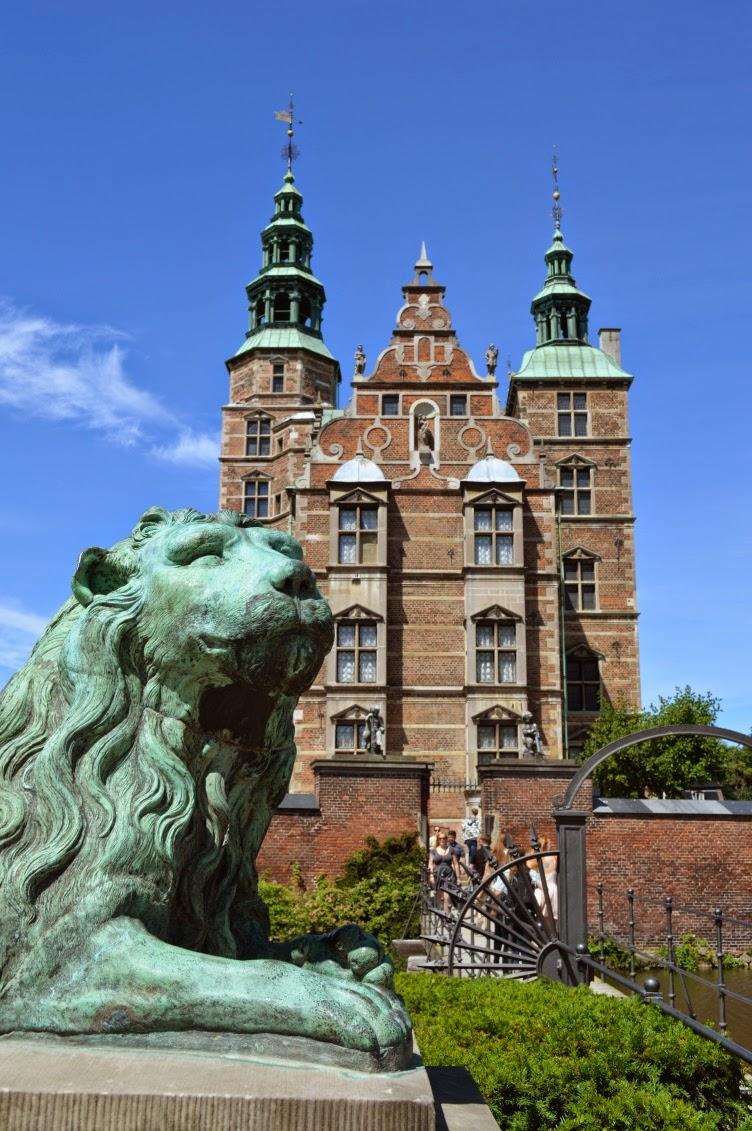 rosenborg, dánsko, denmark, copenhagen, kodaň, chateau, zámek, red brick building, English
