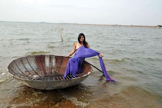 nikitha_narayana_hot_saree_stills_photos_004.jpg