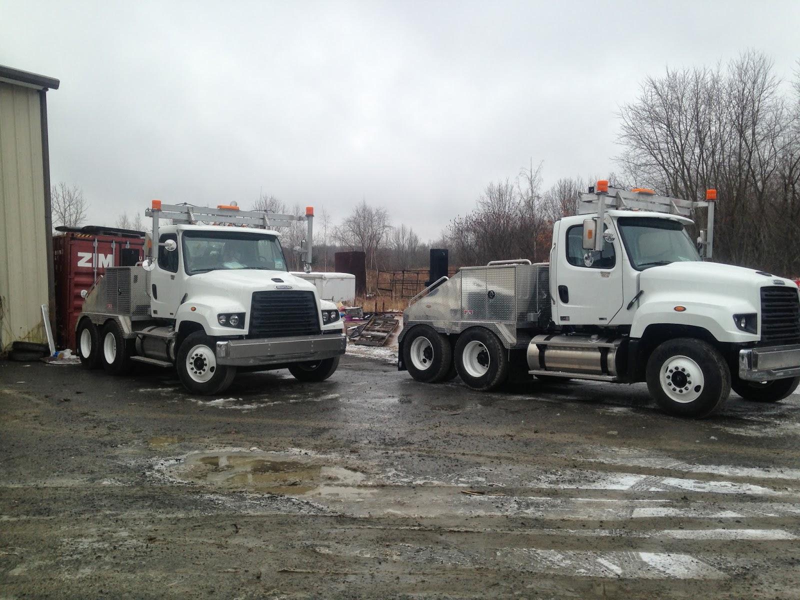Heavy hauler modular home aluminum toter bodies on freightliner trucks