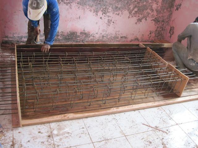 persiapan bekisting sloof beton precast