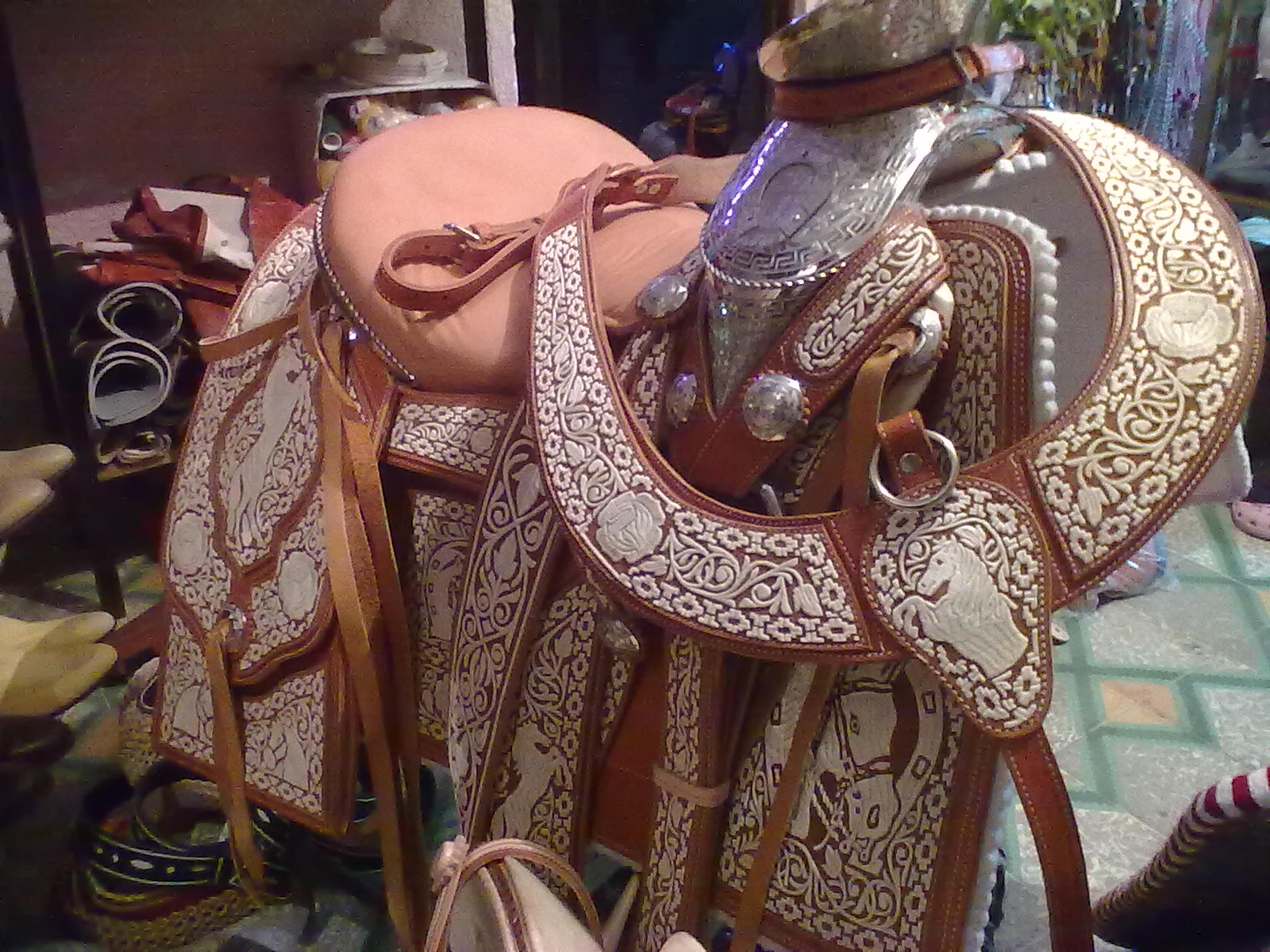 Cortijo santa fe for Monturas para caballos