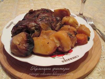 Свински джолани с картофи в гювеч