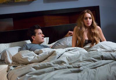 Charlie Sheen y Lindsay Lohan en Scary Movie V