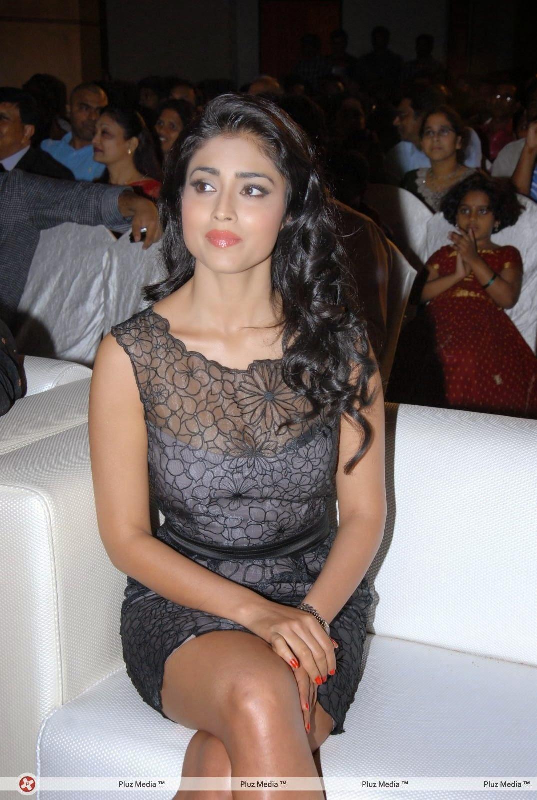 Shriya Saran legs