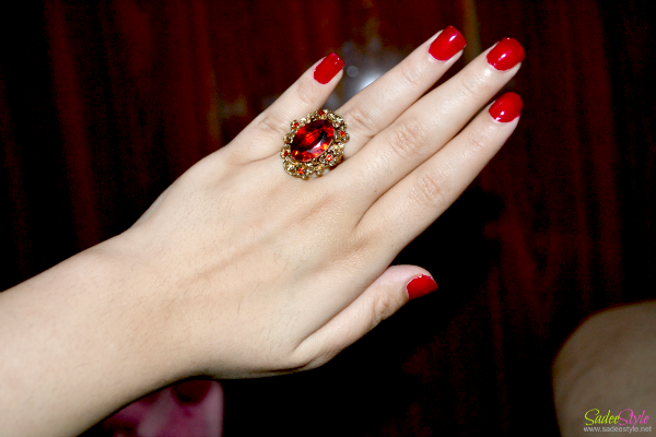 Gorgeous Rhinestone Embellished Oval Faux Gem Alloy Ring For Women.