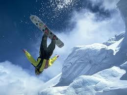 człowiek na desce- snowboard
