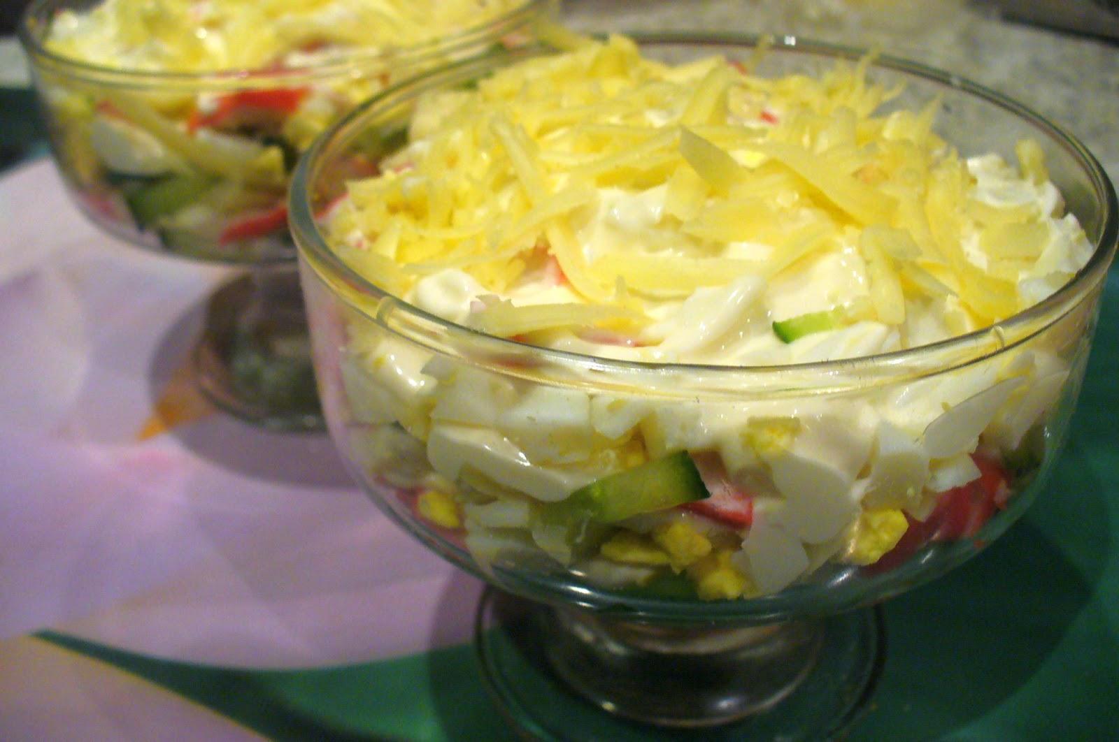 Салат из крабовых палочек и огурцов с помидорами