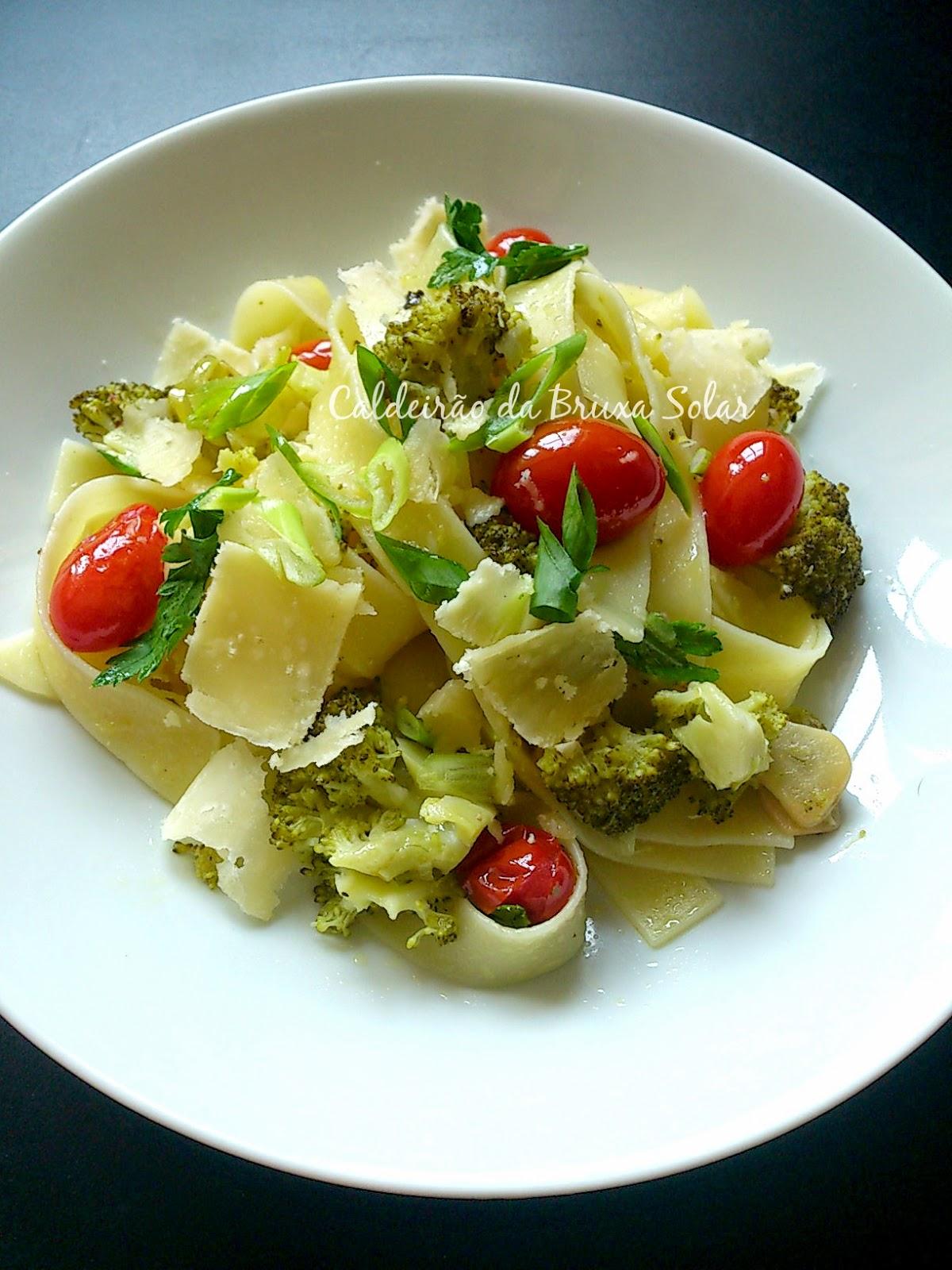 Pappardelle rápido com brócolis, tomates e limão
