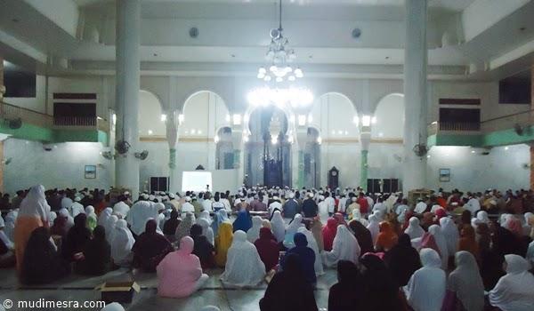 Zikir dan shalawat di Mesjid Salman Al-Farisi, Tualang Cut.