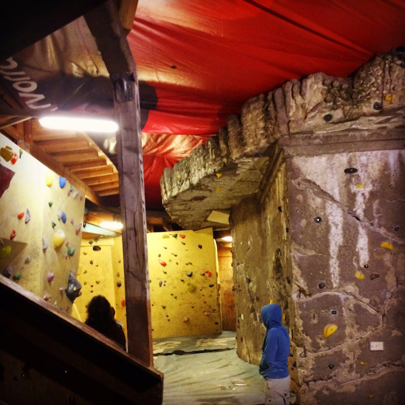 Nice plazes bouldern im kegel raw gel nde berlin for Bar food night neue heimat