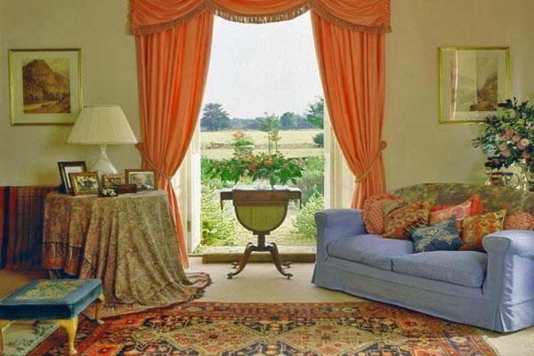 Фотография интерьера гостиной комнаты, правильно подобранная мебель