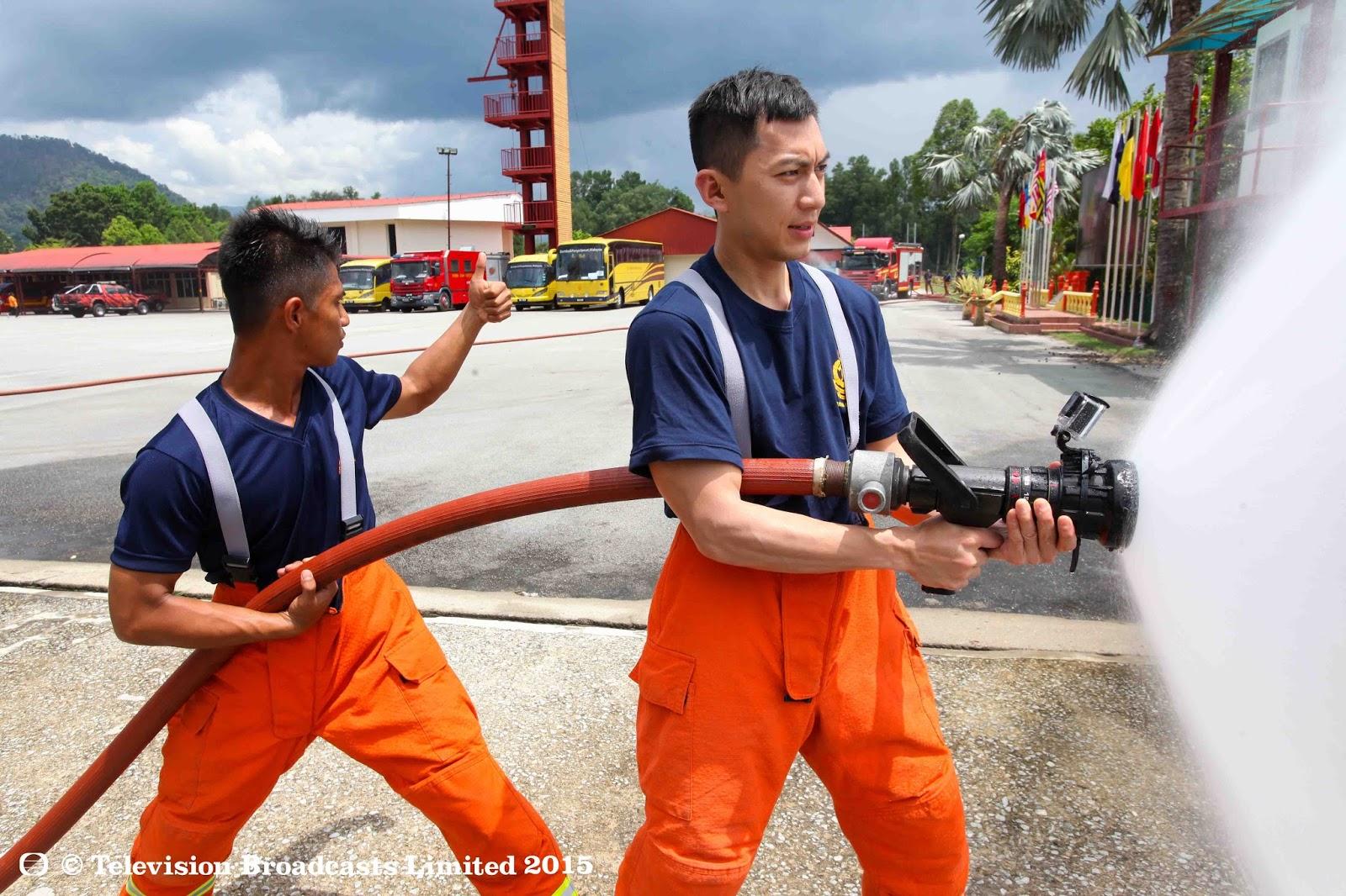 袁伟豪接受一连串训练,为实践消防员的工作作事前准备  - 《星级健康3之星梦成真》