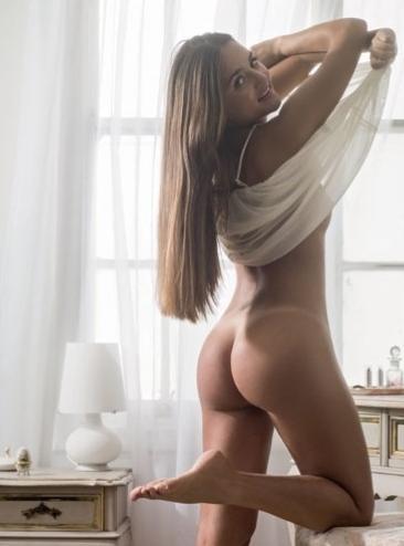 sexgirl menina que leiloou virgindade nua na playboy catarina