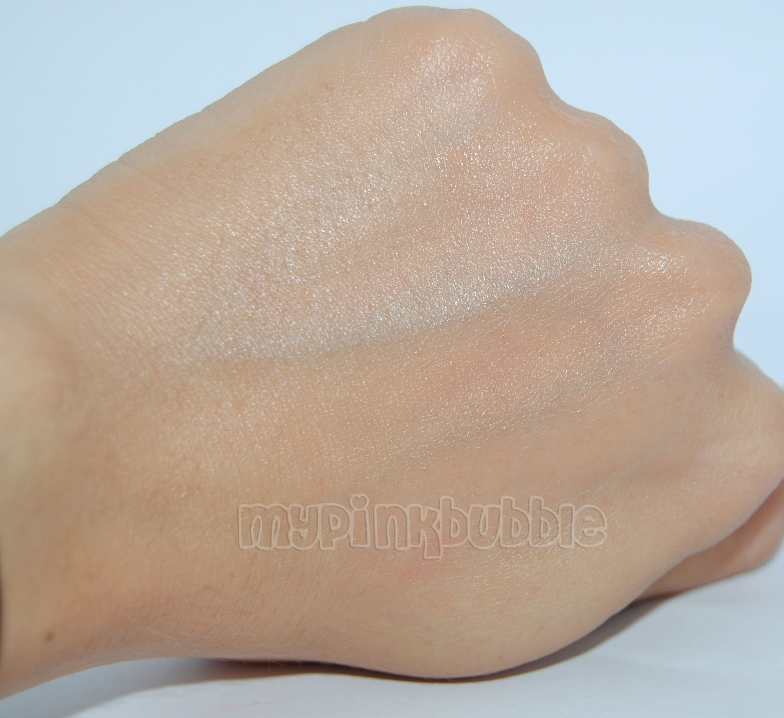 Kueshi CC cream swatch medio