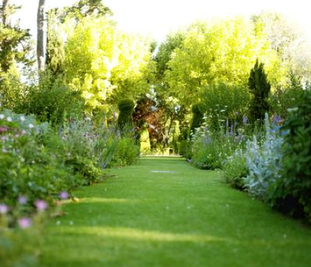 Arte y jardiner a dise o de jardines las sombras en el jard n - Comment ranger les outils de jardin ...