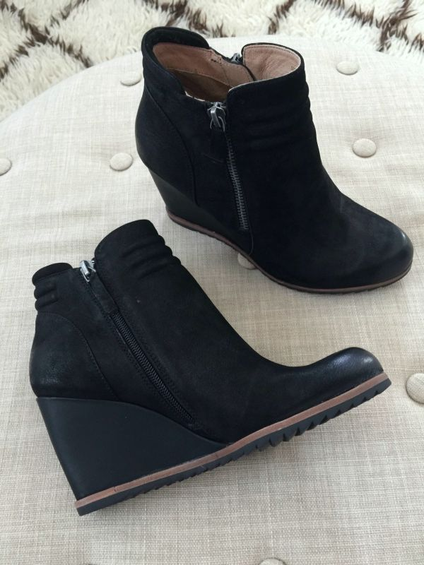 Fall fashion - black wedge bootie