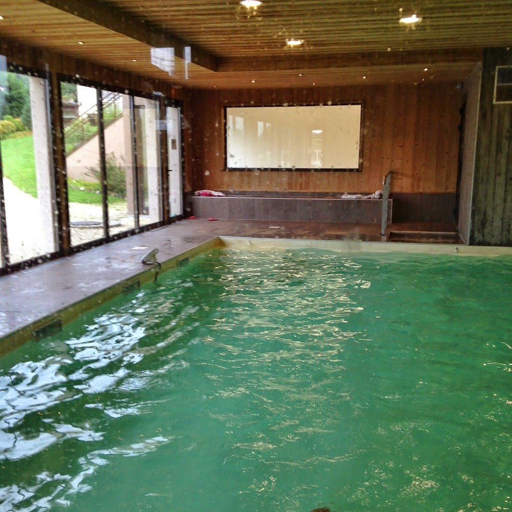 S jour annecy pauline dress blog mode lifestyle et for Piscine spa annecy