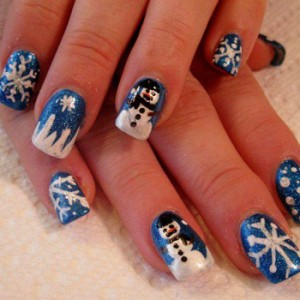ser tan creativo y hacer de tus manos unas obras de arte. quiero mostrarte unas hermosas uñas decoradas con simbolos de la Navidad, a ver que te parece.