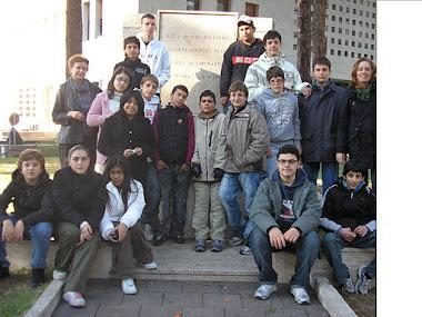 """Gli Studenti della scuola """"Colomba Antonietti"""" ed il Monumento ai Caduti della Guerra 43-45"""