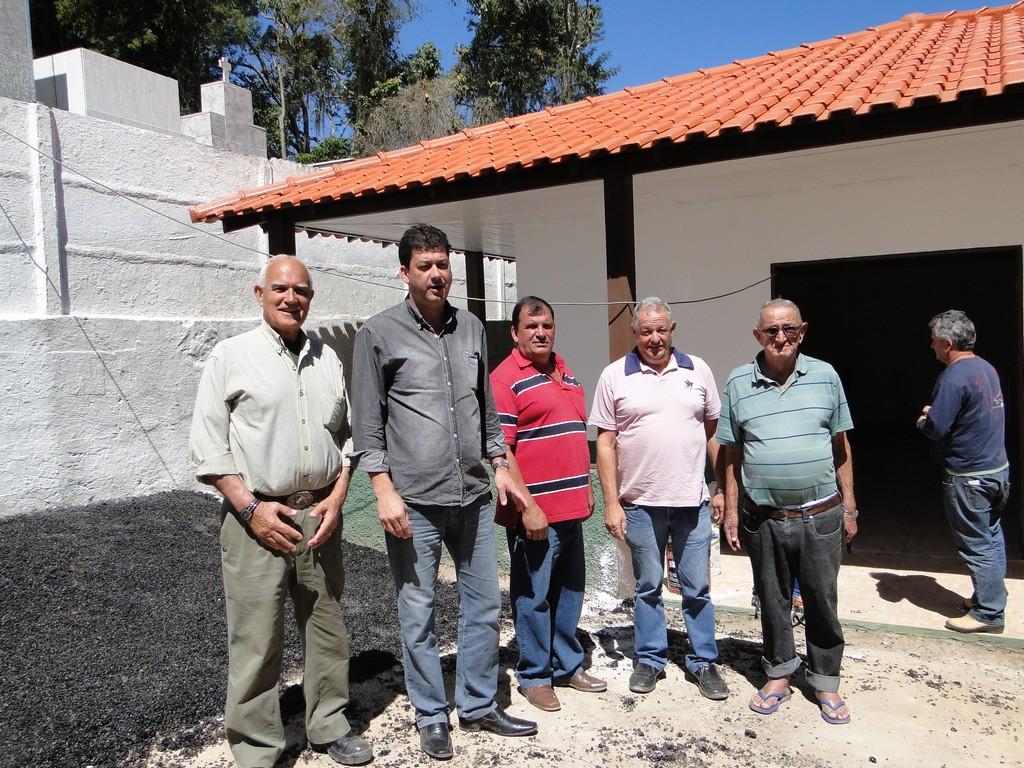 Subsecretário Beto Rosa, secretários Denílson Moraes e Zezinho Cortázio com o encarregado Amâncio e um morador da localidade