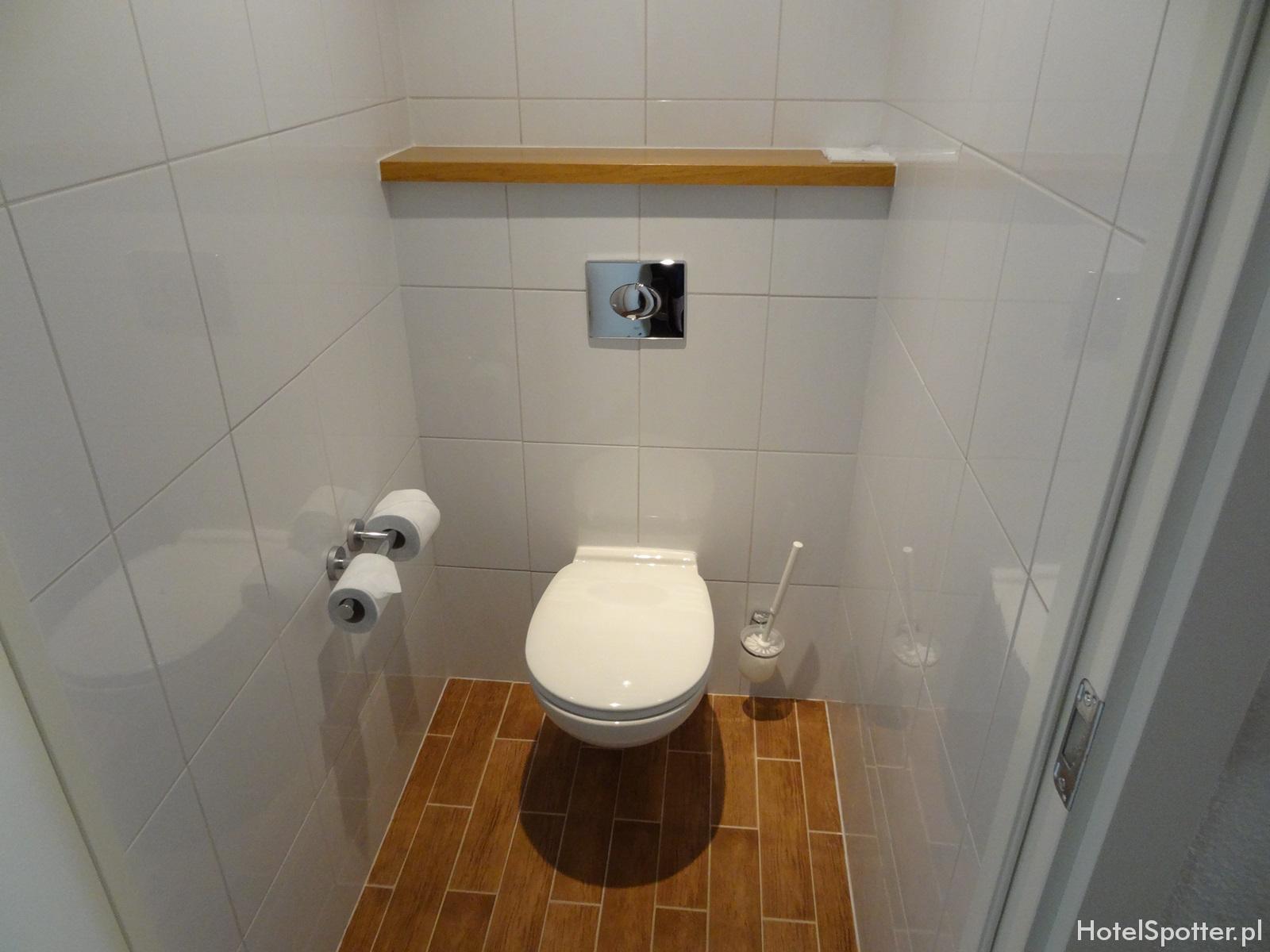 13. Novotel Warszawa Airport - osobna toaleta