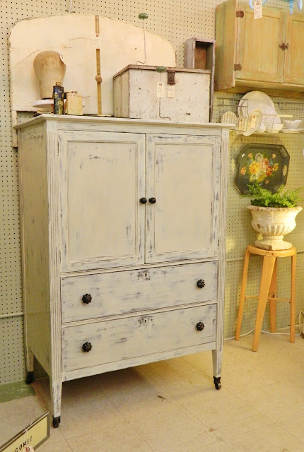 french linen press via homeologymodernvintage.com