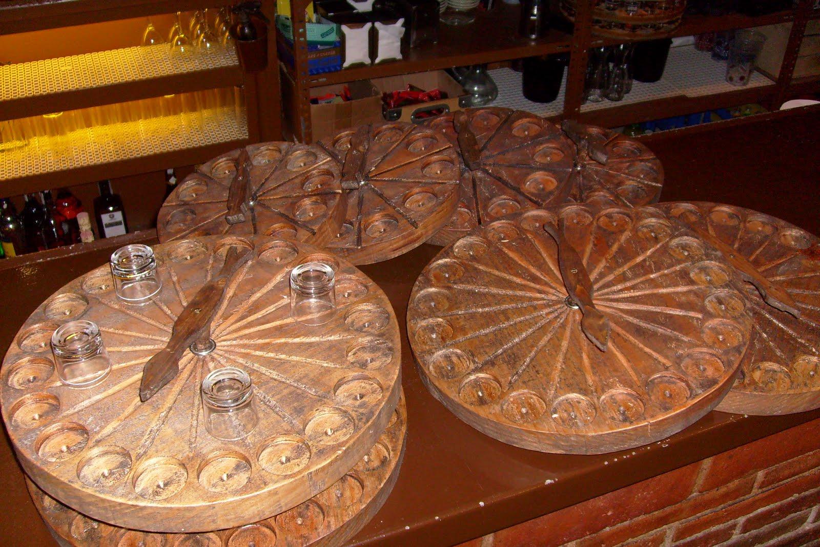 Muebles de antes chupiteras ruletas tablas y troncos for Muebles con troncos