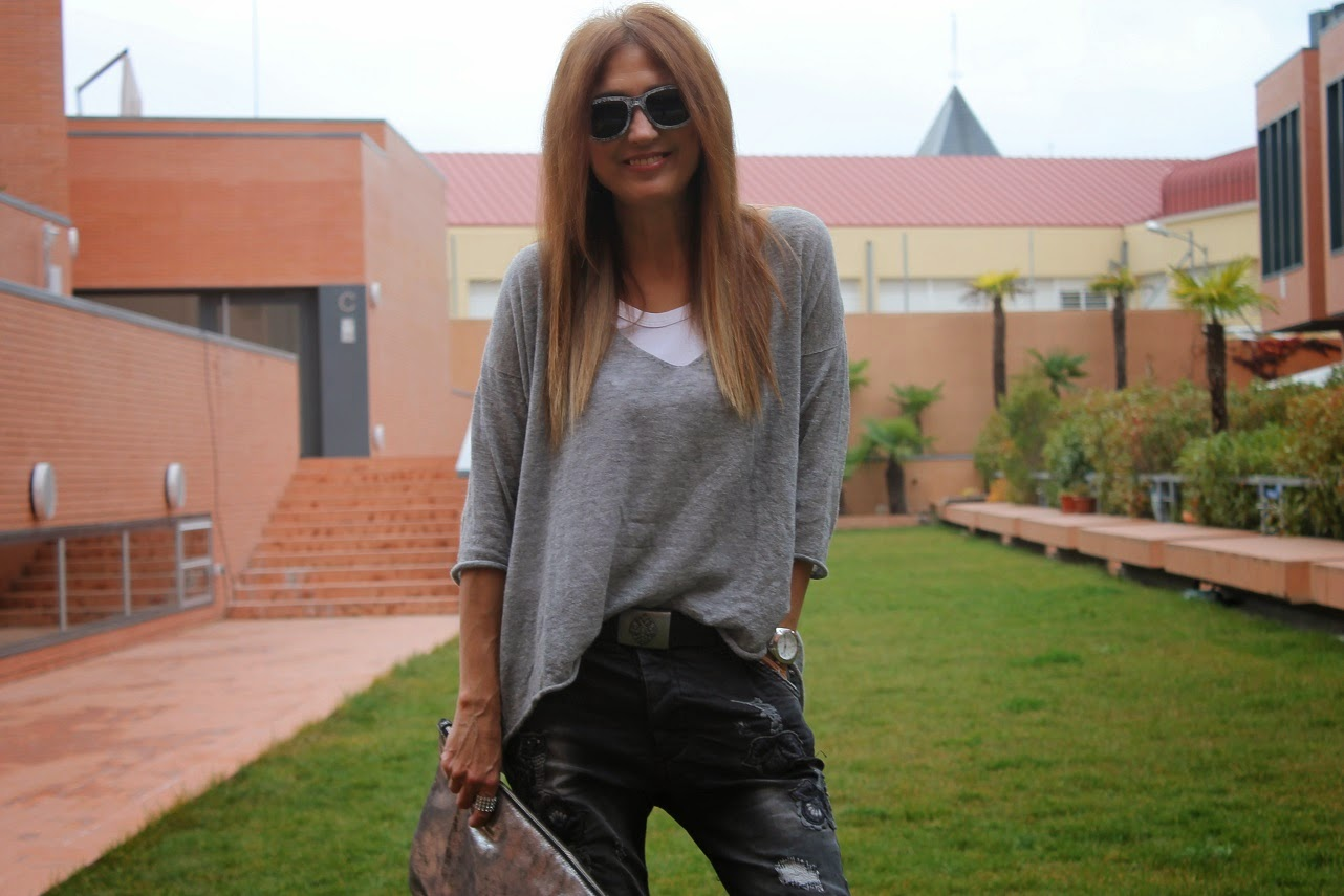 Baggy Pants, Zara, eseOese, Pau'la, Carmen Hummer Style, Fashion Blogger, Look, Cool, Lifestyle, Blog de Moda, Glasses, Bag, Jersey, Booties.