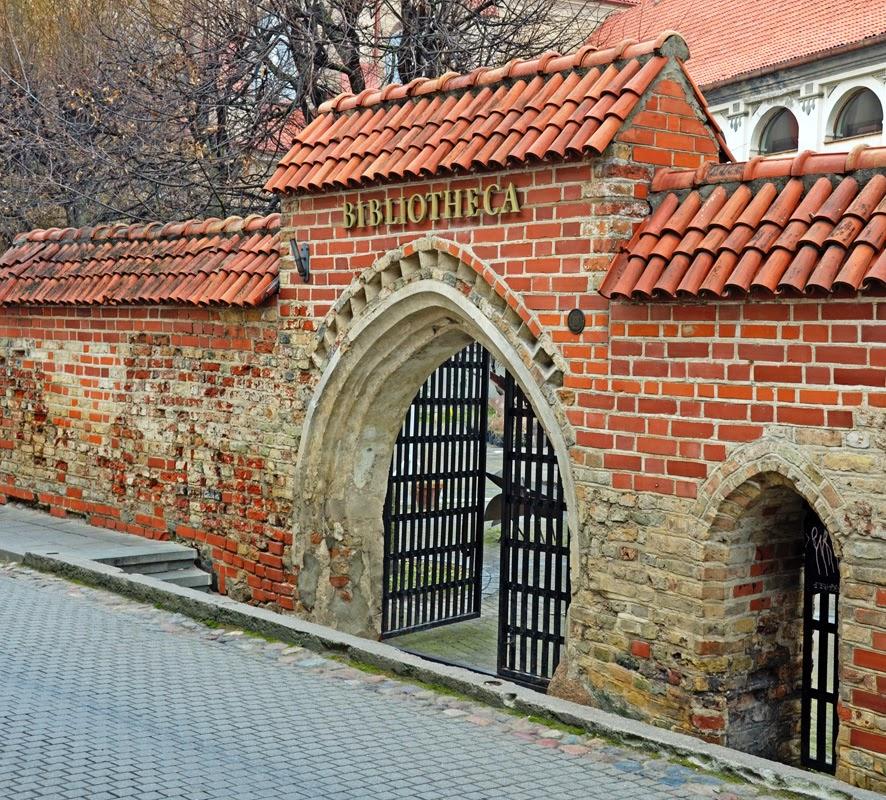 Библиотека. Вильнюс, Литва. Осень Выходные Прогулка по городу достопримечательности фотографии рестораны национальной кухни блошиные рынки