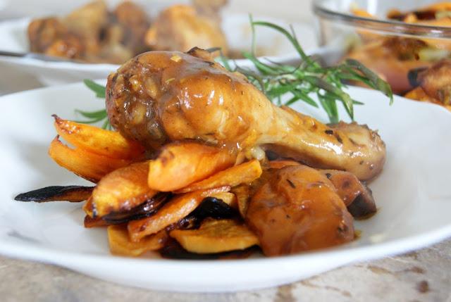 kurczak, pomysl na szybki obiad, smaczny obiad, mieso z owocami, morele, pieczony kurczak, kurczak z grilla, kurczak i bataty, karmelizowana marchewka,obiad na uroczystosc