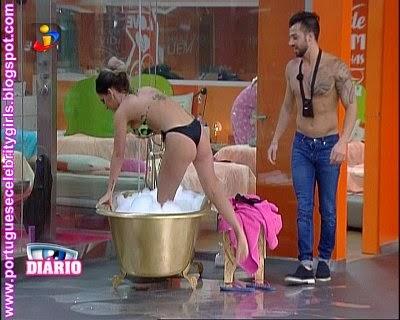 http://imgchili.net/show/61380/61380955_debora_picoito_e_jes.jpg