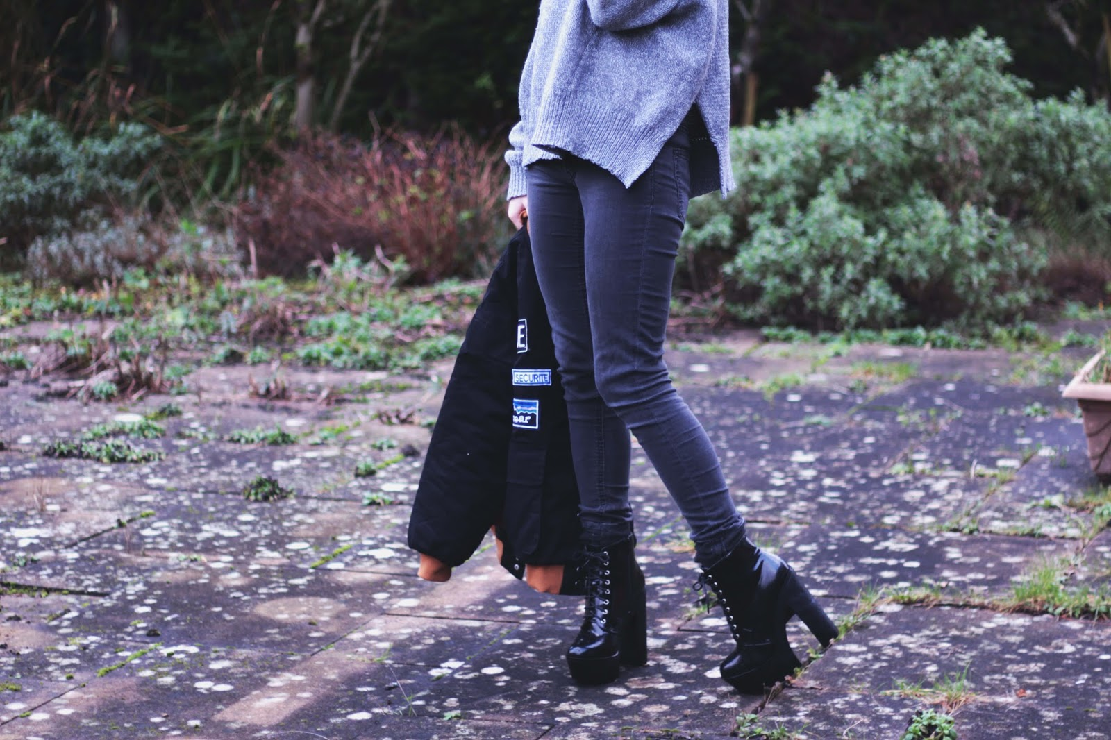 black jeans outfit inspiration uk blog ootd