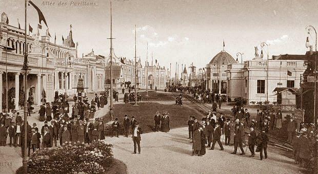 JohL-ExpoUniverselleCharleroi-1911-Allee%2Bdes%2BPavillons.jpg