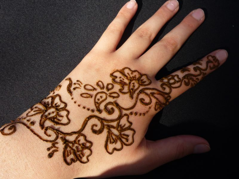 Mehndi designs say 24