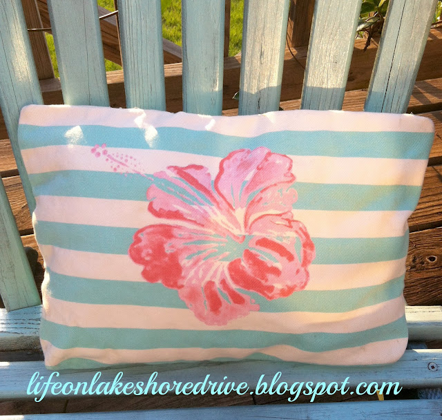 quick and easy outdoor pillow upcycle make a pillow from a tote