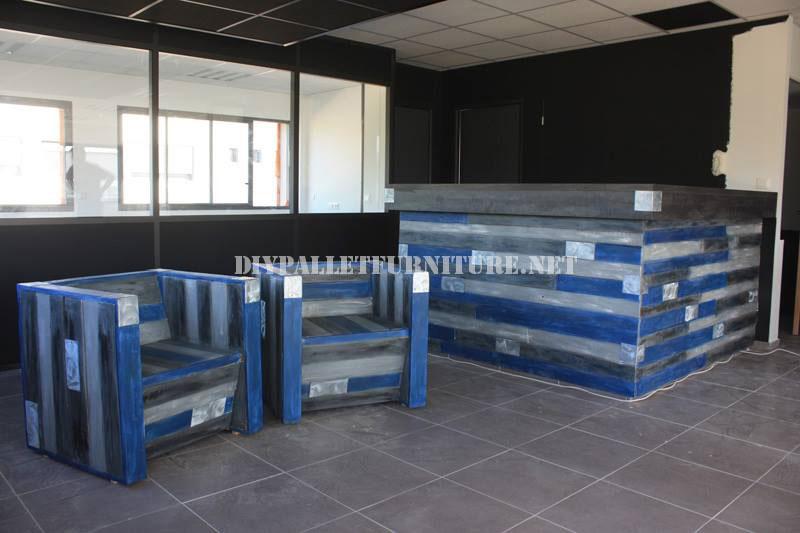 Mesa de dise o con madera reciclada for Muebles para pub