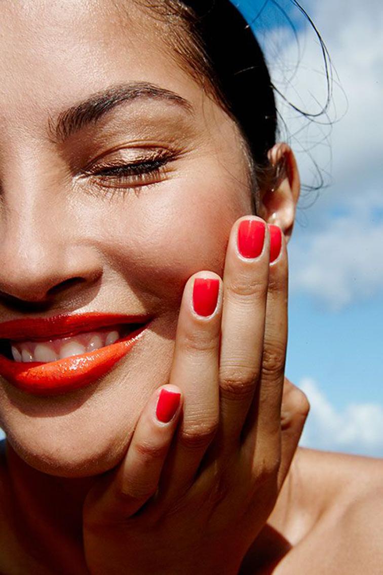 Summer joy, red nails, bronze glow