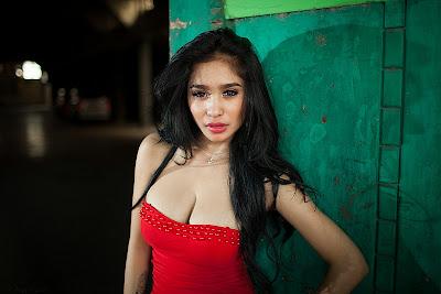 foto seksi toket gede model seksi nadia ervina