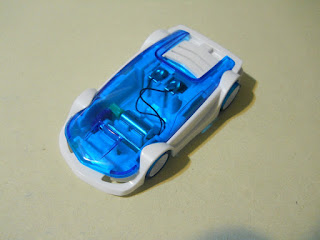 juguete de coche propulsado con agua salada