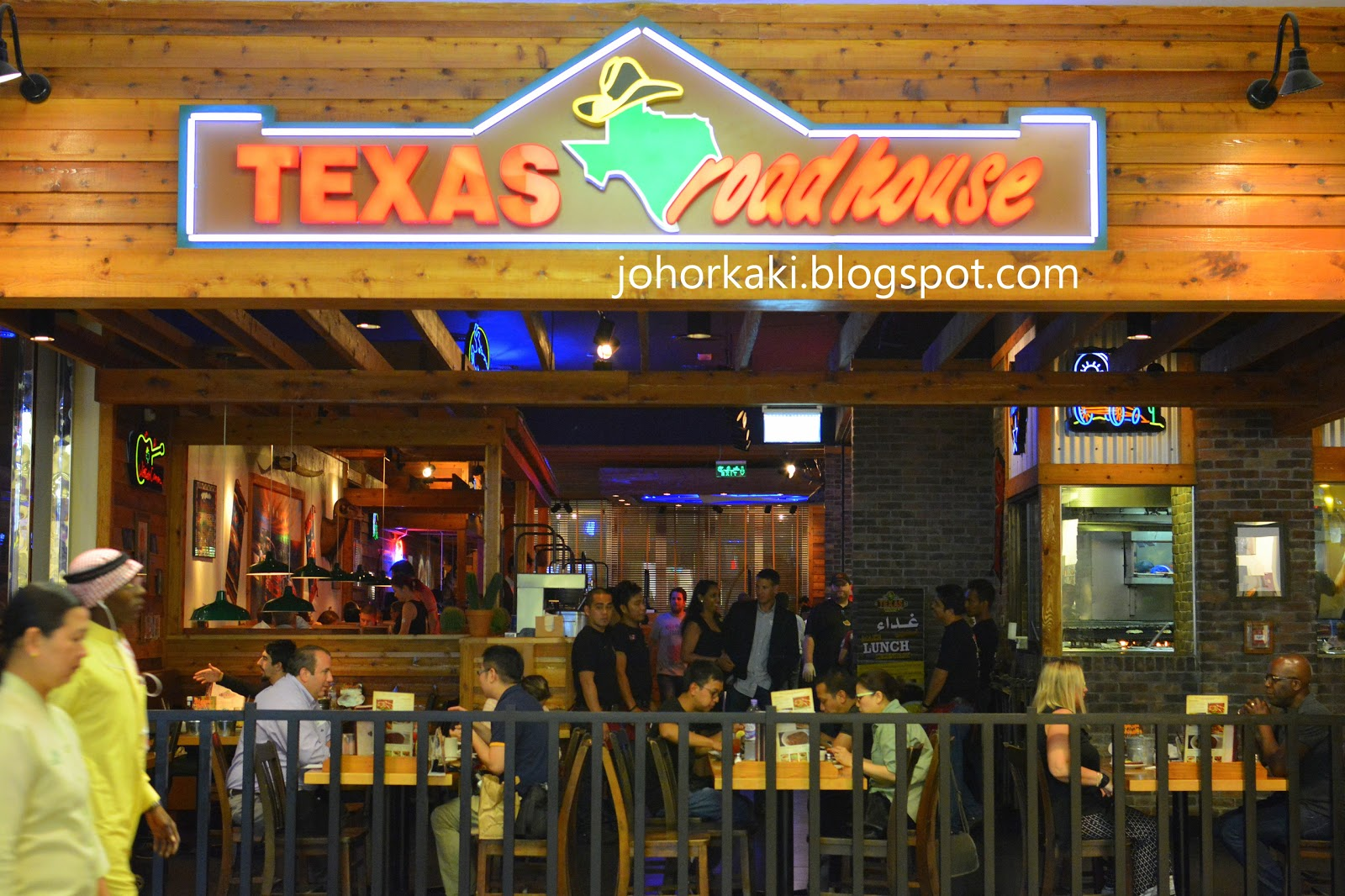 texas roadhouse Join the texas vip roadie club and get a free appetizer (cactus blossom, tater skins, cheese fries, fried pickles, or rattlesnake bites) become a part of the texas roadhouse family today and receive this restaurant coupon right to your inbox.