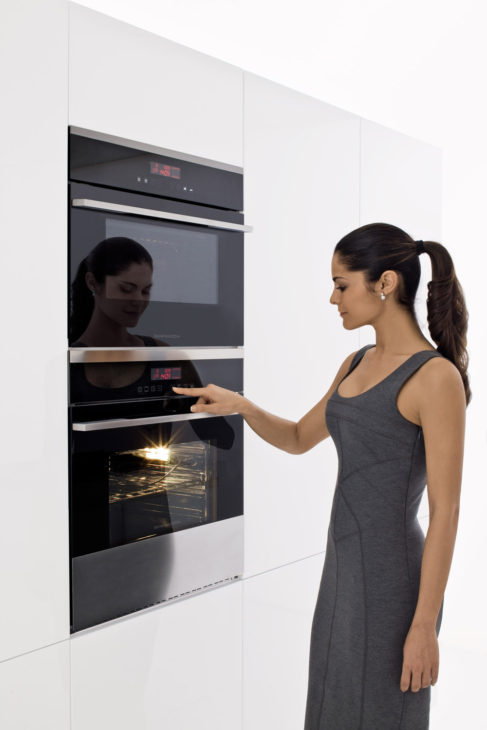 how to clean your oven using baking soda &amp