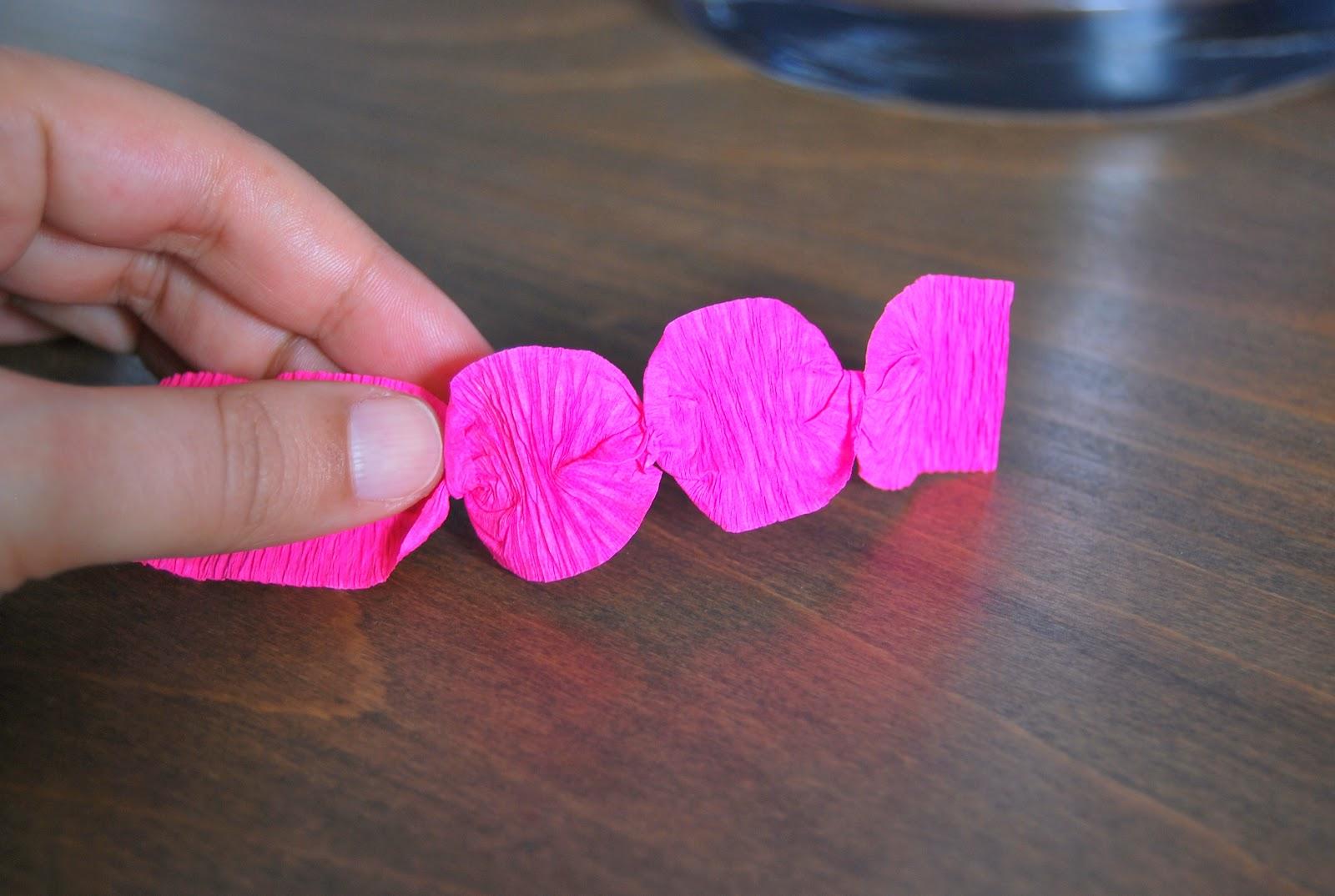 Le grand bazaar guirlandes de ronds en papier cr pon tuto dedans - Tuto fleur en papier crepon ...