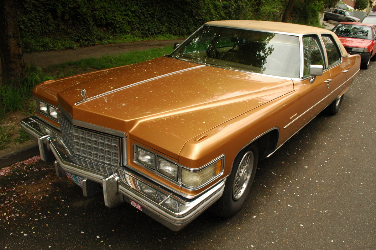 OLD PARKED CARS.: Wire Wheels & Vinyl Tops: 1976 Cadillac Fleetwood ...