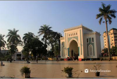 pintu gerbang masjid raya sumatera utara