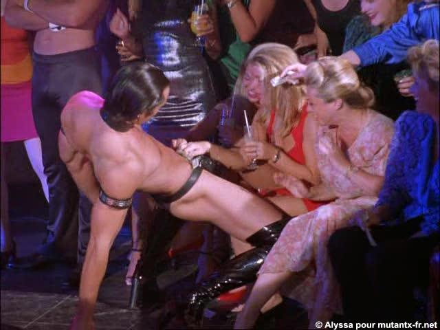 Despedida de soltera con strippers masculinos 2